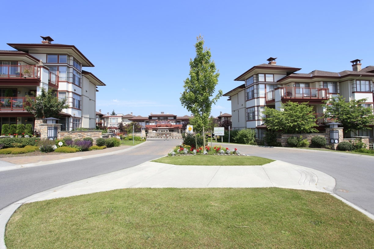 104 16421 64th Avenue - Cloverdale BC Apartment/Condo for sale, 2 Bedrooms (R2021747) #1